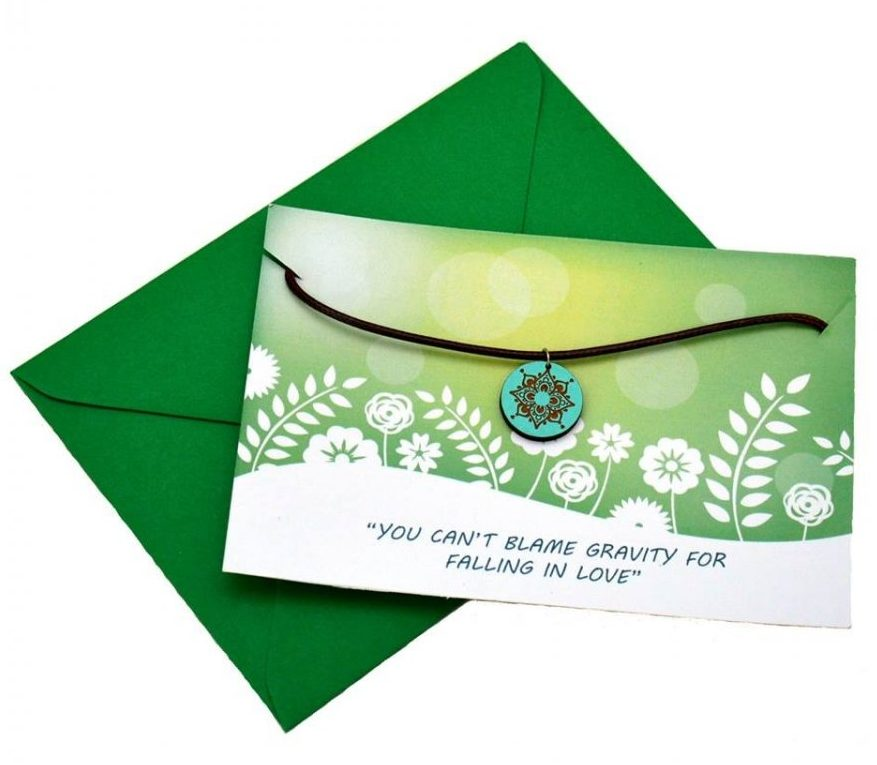colier-din-lemn-model-floare-de-lotus-mesaj-romantic-cadou-valentines-day