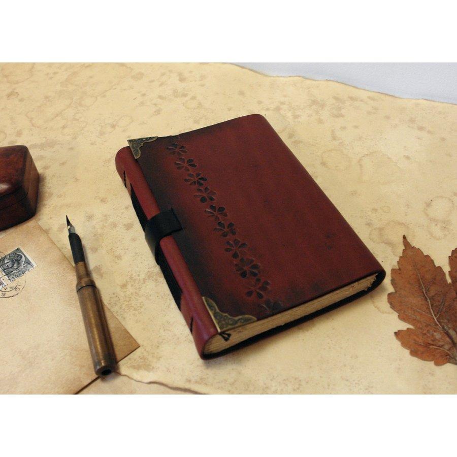 jurnal-medieval-cadou-majorat-fata