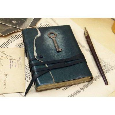 Jurnal medieval din piele, cu cheie