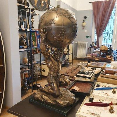 cadou statueta Atlas