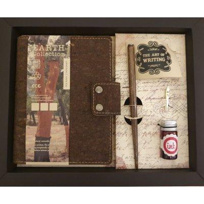 Set cadou cu agenda cu coperta din pluta si toc caligrafie