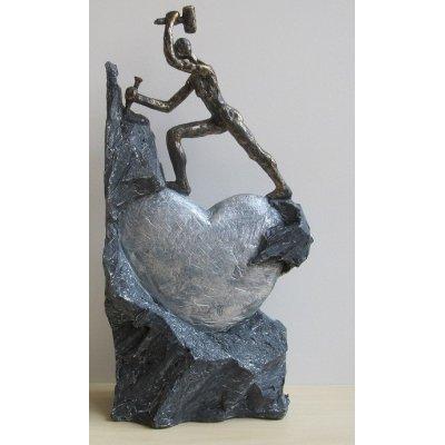 'Descoperind iubirea', statueta rasina si bronz