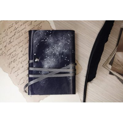 Jurnal medieval din piele, model constelatii