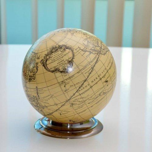 Glob pamantesc, reproducere pe suport din bronz