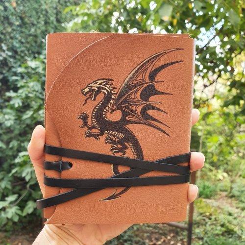 "Jurnal medieval, pictat manual, model ""Dragon"""